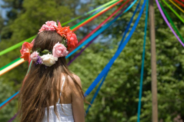 Make a Maypole
