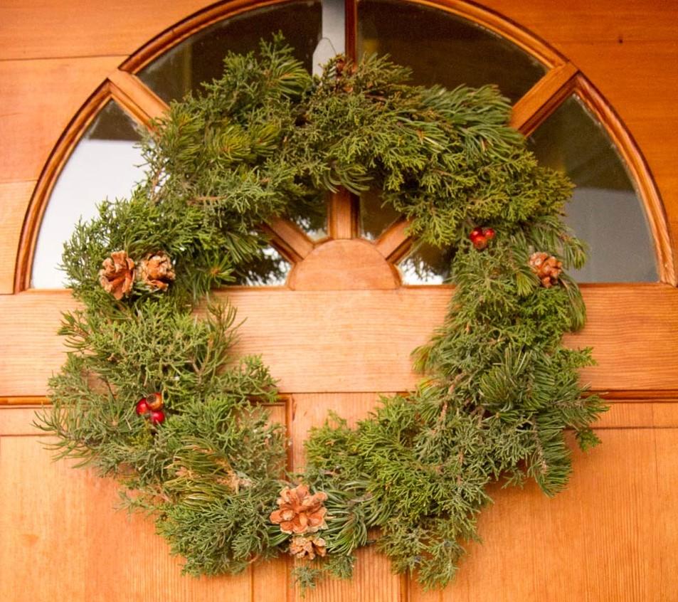 Holly Wreaths 3